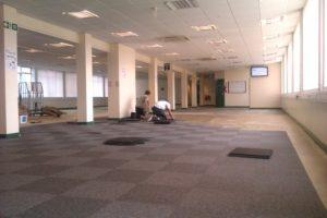 laying-carpet-tiles